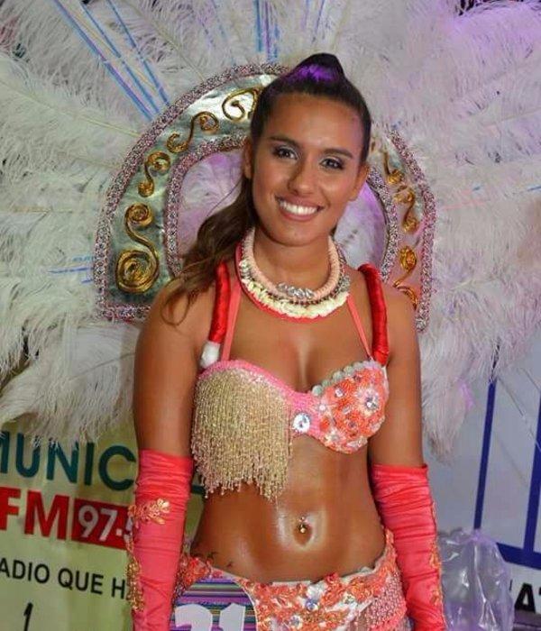 Ángela Pérez Abregú es la reina de los corsos de San Pedro de Jujuy