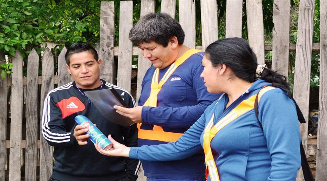 Distribuyen casa por casa repelentes e insecticidas for Casa del insecticida