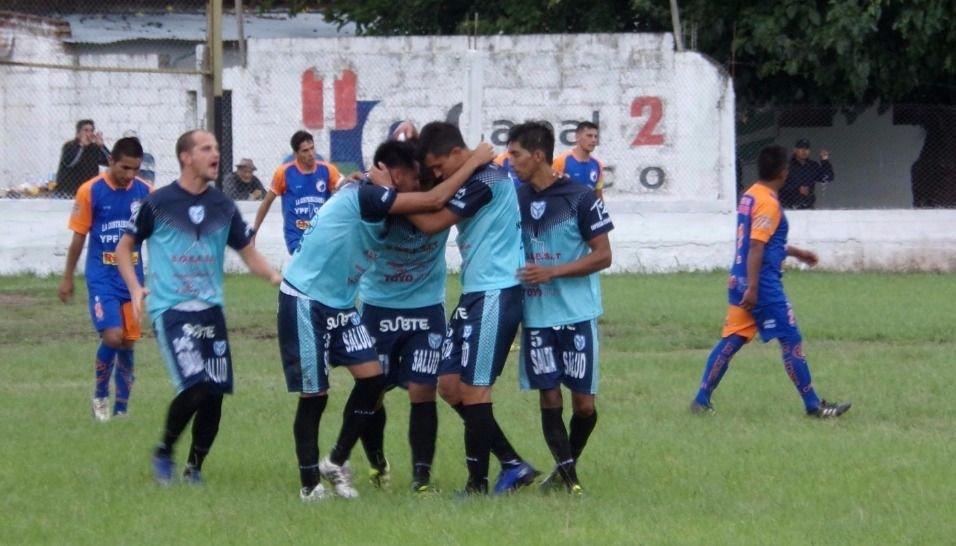"""Los Perales ganó a lo  """"gaucho"""" y clasificó"""