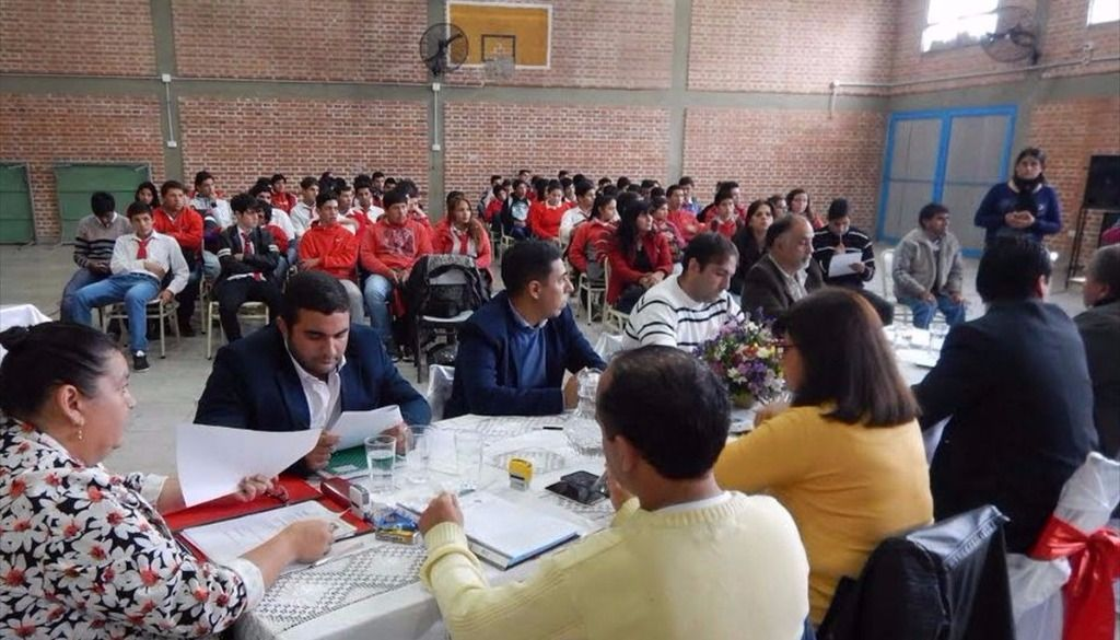 El Concejo sesionó en la Técnica, y los alumnos participaron