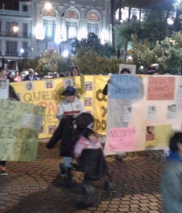 Familiares y amigos marcharon por Paola Alvarez