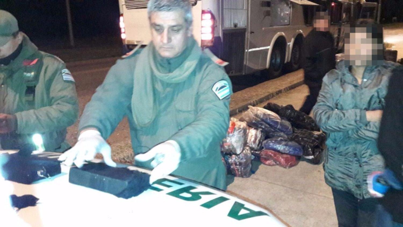 Las Lajitas: detienen a una persona que trasladaba más de dos kilos de cocaína en un colectivo