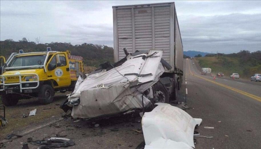 """Otra víctima fatal al chocar dos  camiones en la """"ruta de la muerte"""""""