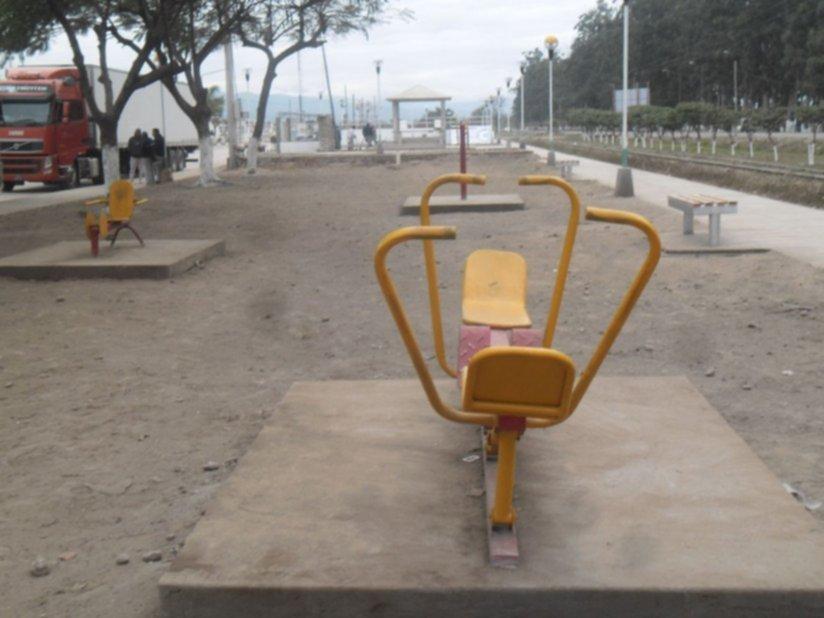 Destrozaron aparatos de un gimnasio urbano fraile pintado for Gimnasio fraile