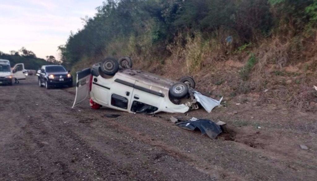 Tres heridos tras el vuelco de un vehículo en la ruta 9/34