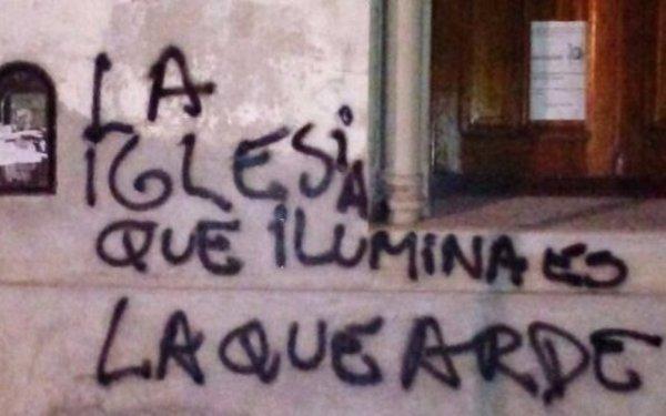 Salta: pintaron leyendas contra la Iglesia frente al templo de La Merced