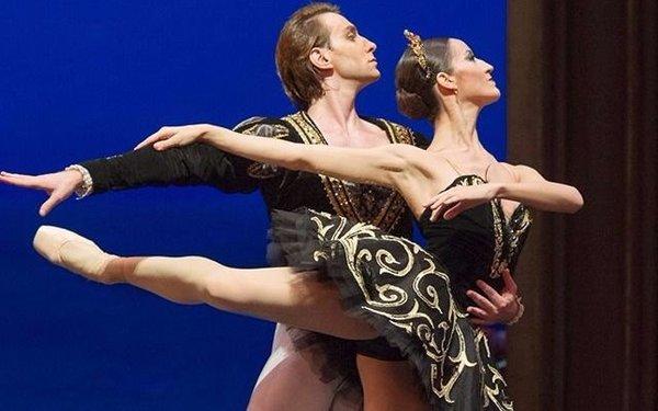 Músicos y bailarines  del Colón en el Mitre