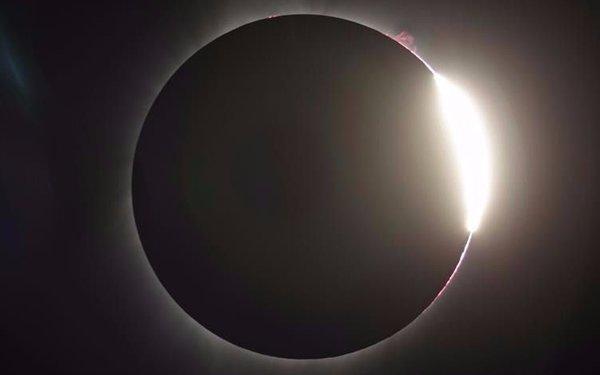 Culminó el eclipse total de Sol