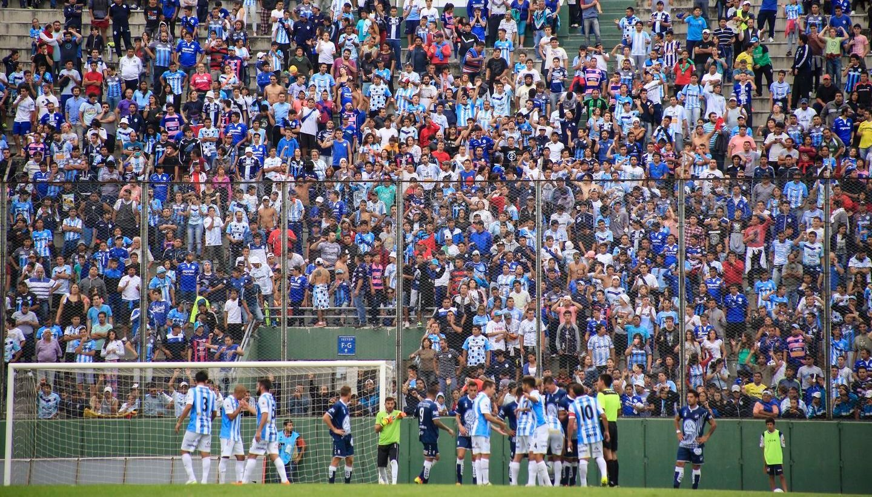 A despertar al fútbol de Salta: Juventud y Gimnasia juegan el esperado clásico