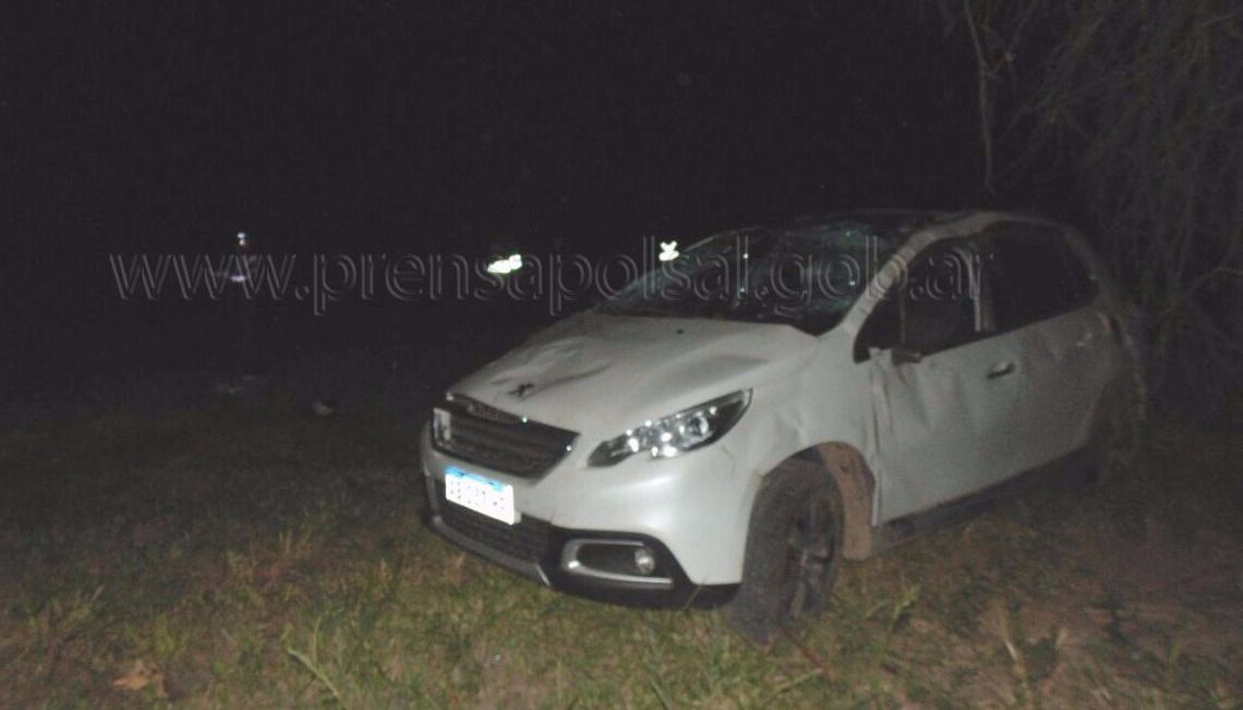 Volcó un auto en Apolinario Saravia: murió una joven de 22 años, que viajaba con una nena